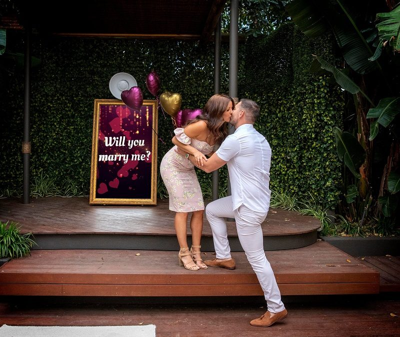Photo Booth Party: Engagement Photoshoot Ideas